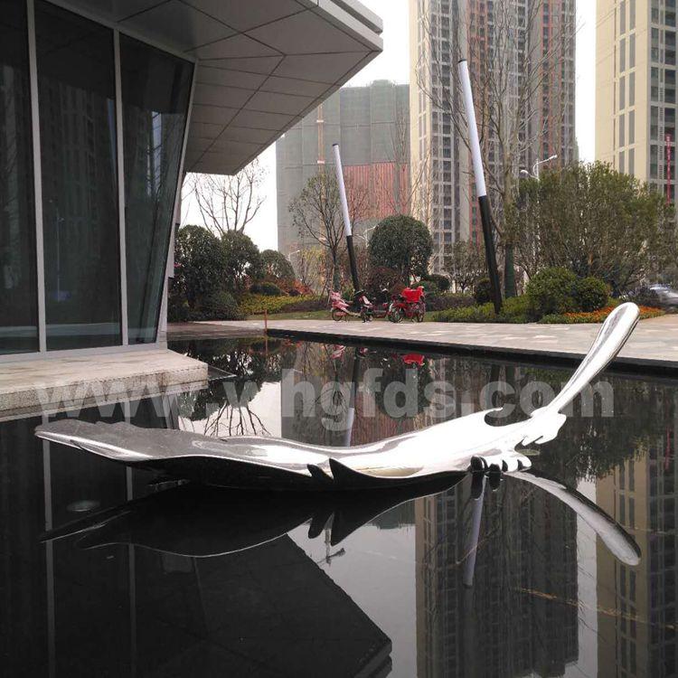 武汉地产景观水景羽毛雕塑