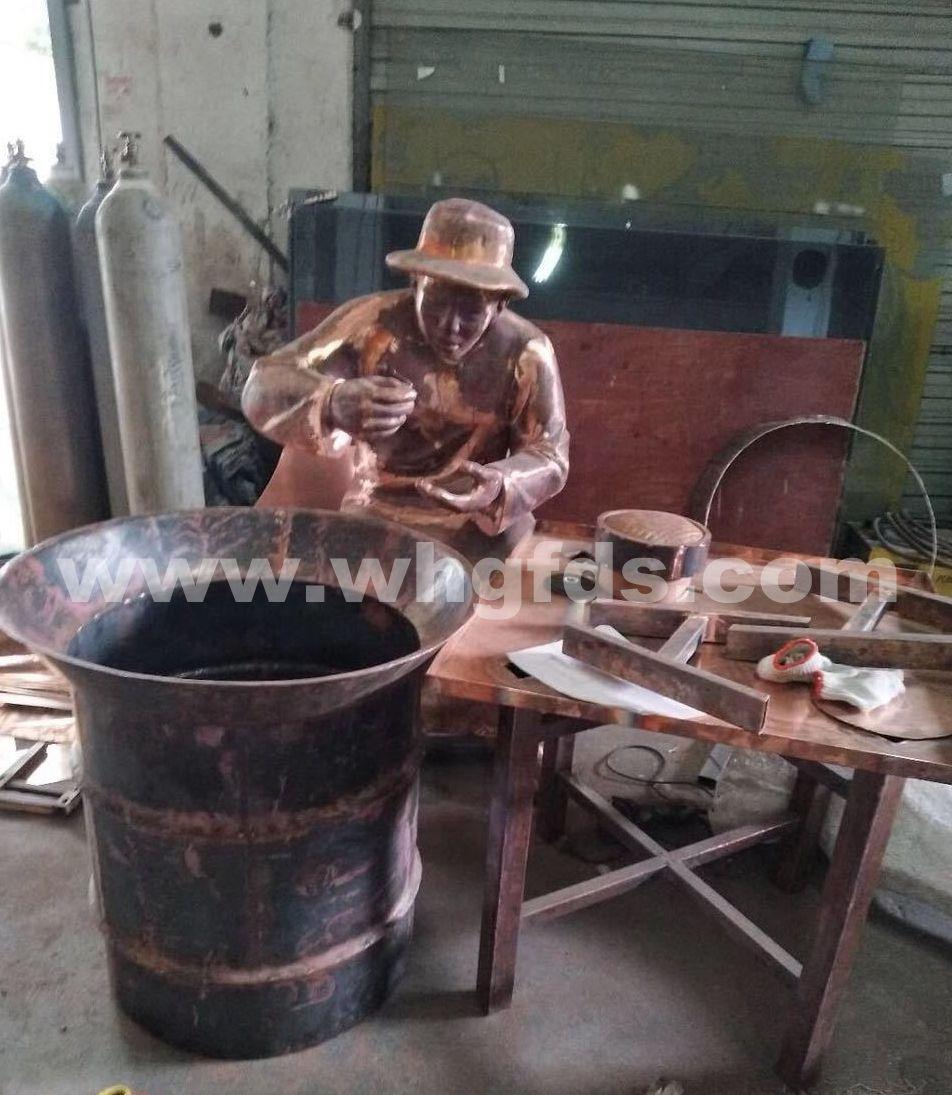 锻铜人物雕塑制作现场