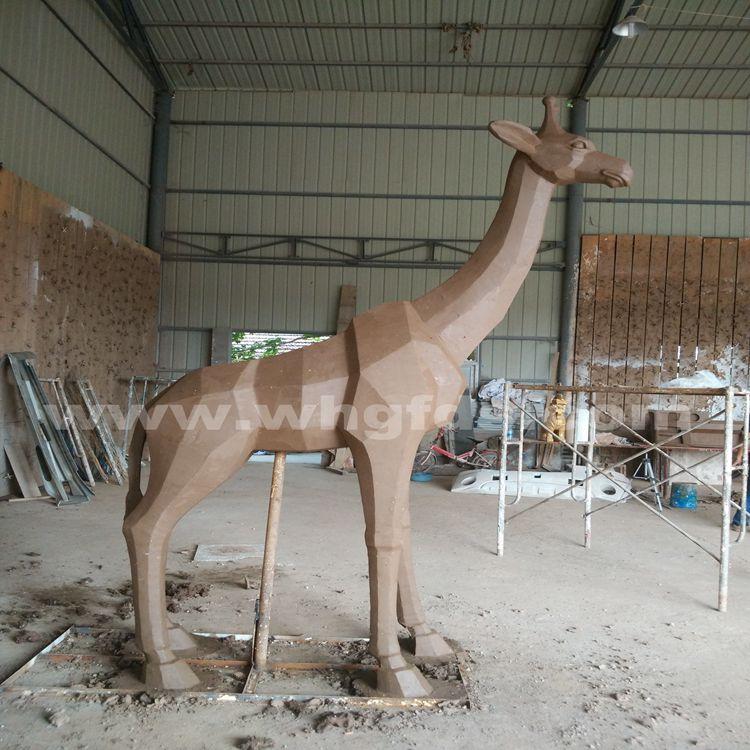 长颈鹿泥塑